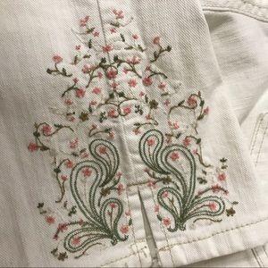 EUC - Gloria Vanderbilt Embordered Crop Pants
